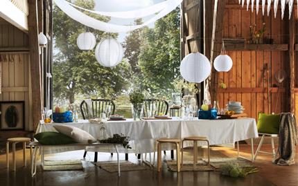 無地のテーブルクロスを活用すれば食卓がパティー仕様に早変わりのサムネイル画像