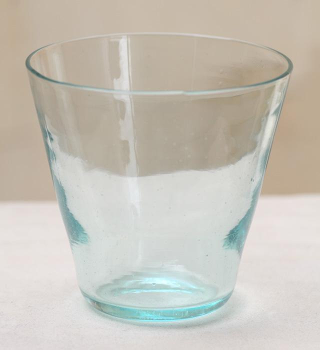 インテリアにもなっちゃう!ガラスのコップでお洒落なキッチン♪のサムネイル画像