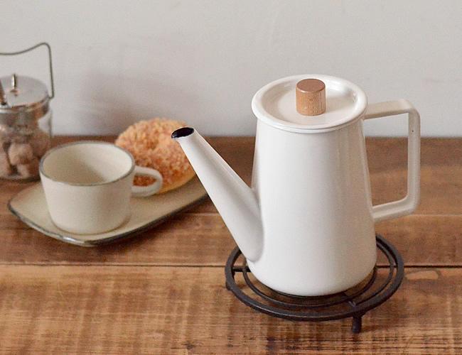 「蒸らし」が重要。おすすめコーヒーポットでハンドドリップに挑戦!のサムネイル画像