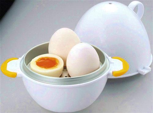 レンジで数分!レンジで簡単に作れるゆで卵の作り方&グッズまとめのサムネイル画像