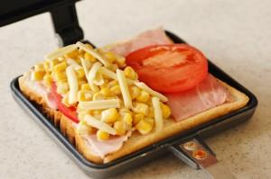 ホットサンドを楽しく調理。バウルーの使い方とホットサンドレシピのサムネイル画像