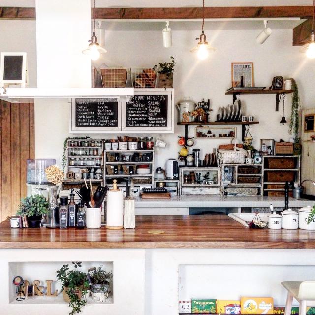 ごちゃつく調味料をおしゃれに収納!素敵キッチンの調味料収納とはのサムネイル画像